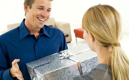 Как заставить мужчину дарить подарки?
